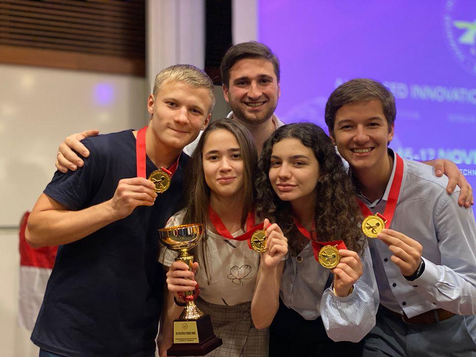 Двоє студентів УКУ перемогли на конкурсі інновацій у Сінгапурі